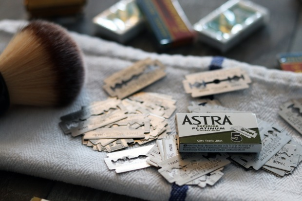 BLOG image Shave Valet Safety Razor Blade Testing, a picture of double edge safety razor blades and a 5 pack of Astra Superior Platinum safety razor blades.